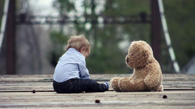 Почему возникает аутизм и как бороться с симптомами